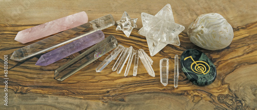 Canvas Edelsteen Crystal Healer's Tools on Olive wood panel