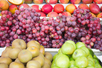 Trauben, Äpfel, Mango