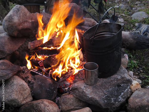 tourist fire with a kettle and a mug