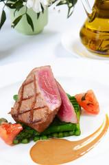 Tuna a grill with an asparagus
