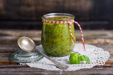Pesto im Weckglas