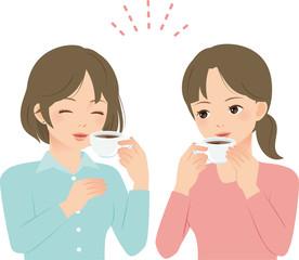 コーヒーを飲みながら談笑する2人の女性