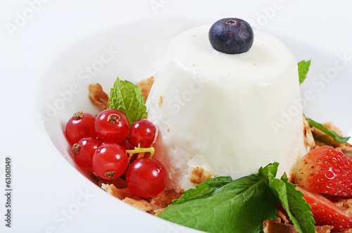 Creamy souffle with berries