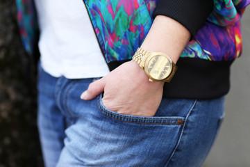 Jeans goldene Uhr