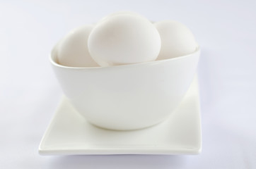 number of white eggs in a bowl