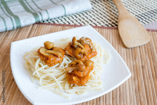 Pasta with mushrooms and sauce