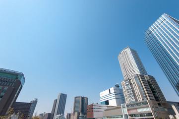 日本の大阪のビル群