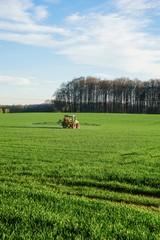 Pflanzenschutz,  Schlepper mit Feldspritze