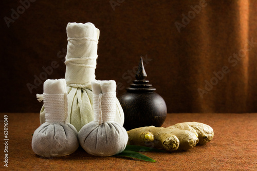 Spa herbal compressing ball with herbs and casket