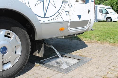 Leinwanddruck Bild Wohnmobil Abwasser