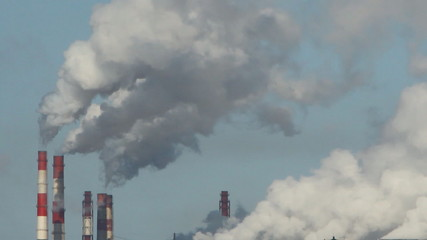 заводской дым, выбросы над городом