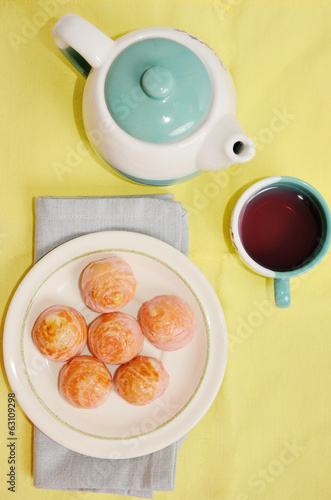 Moon cake with tea pot
