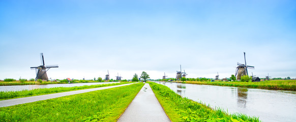 Windmills and canals in Kinderdijk, Holland or Netherlands. Unes