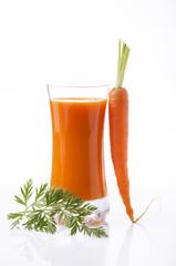 succo di carota in bicchiere