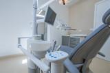 Studio dentistico, Sala Operatoria con strumenti medici - 63117413