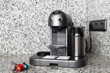 Kaffeemaschine und Kapseln