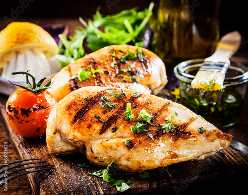 Fotobehang Barbecue Marinated grilled healthy chicken breasts