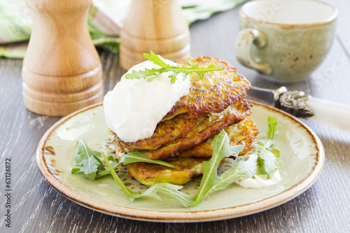 Zucchini fritters with sour cream.