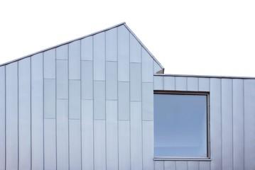 Moderne Zinkblechfassade mit Fenster