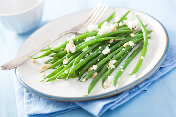 green beans salad with goat cheese and pine nuts