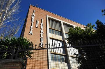 Moderna fábrica de tabacos cerrada, Sevilla, España