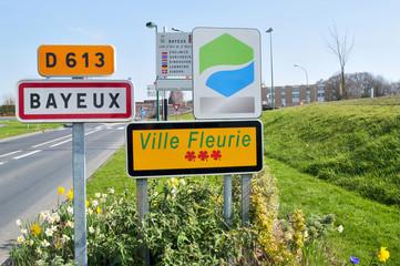 France, Bayeux - Panneaux de commune