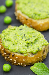 Pea and mint bruschetta, closeup
