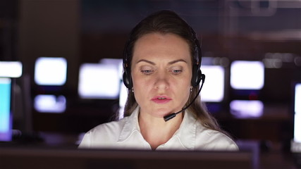 Pretty operator consulting clients online