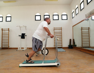 overweight man running on trainer treadmill