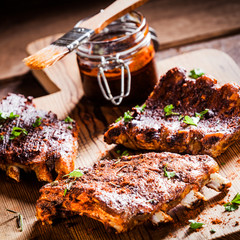 Barbecued ribs in a spicy marinade