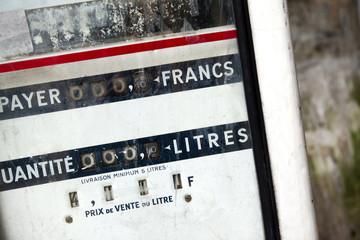 Vieille pompe à essence en France