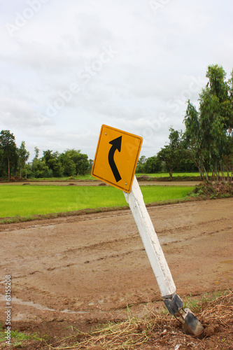 curve arrow sign