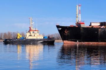Smal and big ships