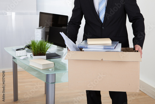 canvas print picture Businessman moving offices
