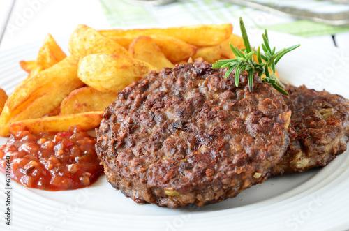 Veggie Burger with potato wedges