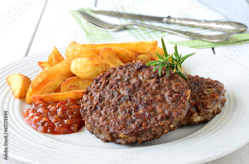 Veggie Burger with potato wedges