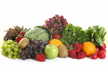 frutta e verdura su sfondo bianco