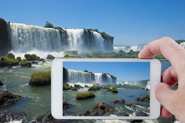 Taking a picture in Iguazu with a Smartphone