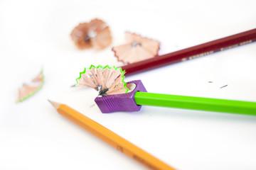 Точить карандаши