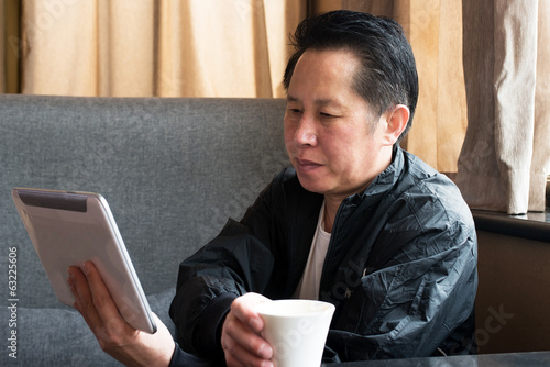 Middle-aged men Tablet PC