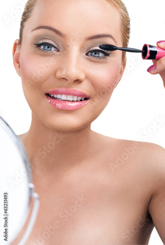 Make-up, applying mascara