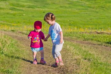 Walk two little girls in a field