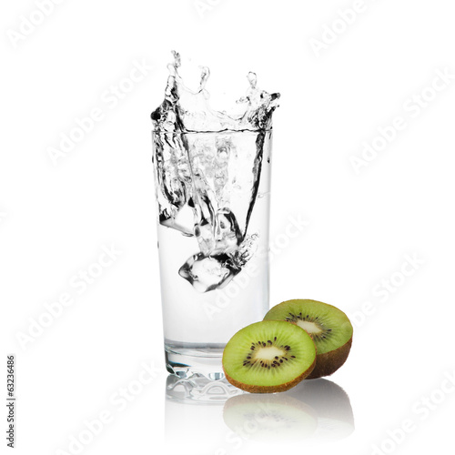 Slices of kiwi and water of glass