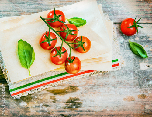 Cherry tomatoes, basil and dried lasagne sheets