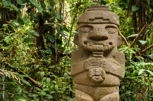 Tuinposter Standbeeld Ancient Statue Playing the Flute