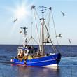 Krabbenkutter auf See - 63248600
