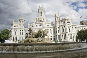 Madrid city hall and fountain