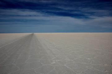 Salar de Uyuni - salt road
