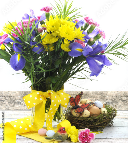 Beautiful Happy Easter spring flowers with eggs in birds nest