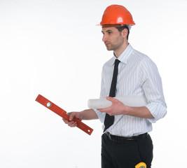 Ingegnere con livella e disegno tecnico